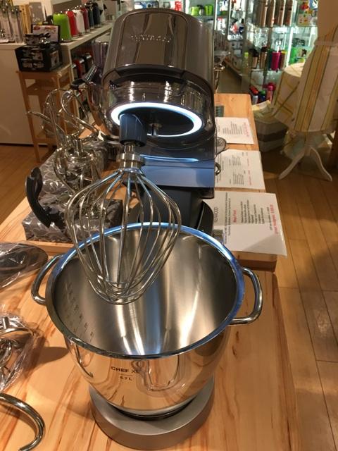 Kenwood Chef XL Titanium KVL 80 mit Multi-Paket 8320S und Deutschem Kochbuch